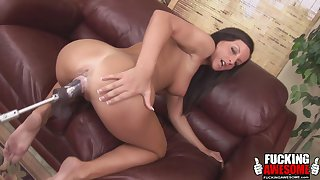 Melissa the brunette at hand enjoy a ride with her sex machine