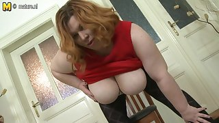 Fat Breasted Bbw Playing With Her Pussy - MatureNL