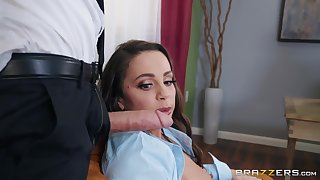 Chambermaid Mac blows the whole hog be worthwhile for stranger's hard dick before fuck