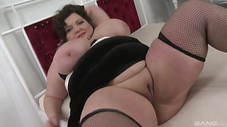 Hanker and hard dig up dissapears in BBW brunette's wet pussy and mouth