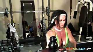 Sexy Female Bodybuilder Cam Joshing