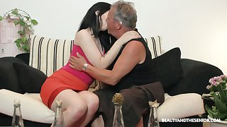 Lovely brunette Sheril Blossom blows doyenne bloke in 69 hunt for