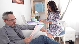 Surprised nerdy older neighbor is lured wide of Russian bit of San Quentin quail for hot sex